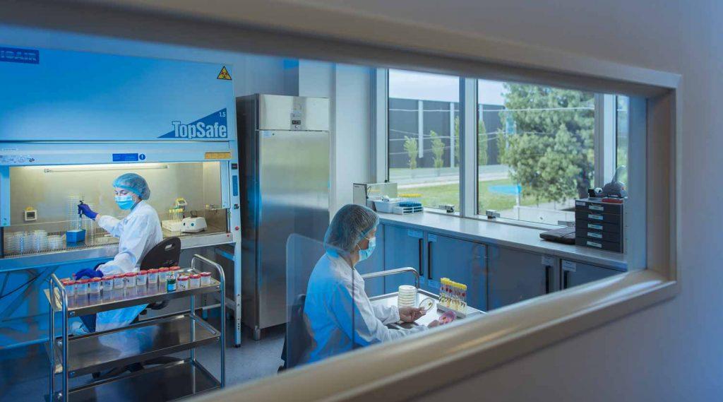 Laboratorio controllo qualità_Biofarma Group